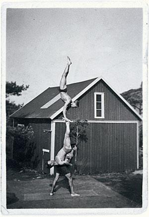 1930-talet. Muskeltricksare i Hagen, Göteborg. Från skribentens morfars samling